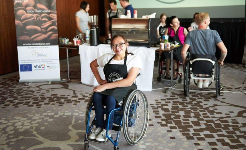 «От жизни беру все». Девушка с инвалидностью из Лиды о принятии себя, учебе за границей и танцах на колясках