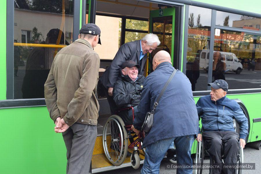 Инвалиды-колясочники из Гомеля провели тренинг для водителей автобусов