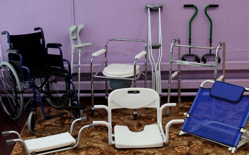 Как бобруйскому инвалиду получить кресло-коляску и ходунки?