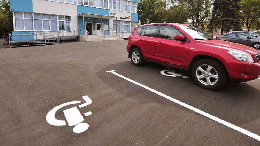 Инвалидам могут предоставить право бесплатно пользоваться автомобильными парковками