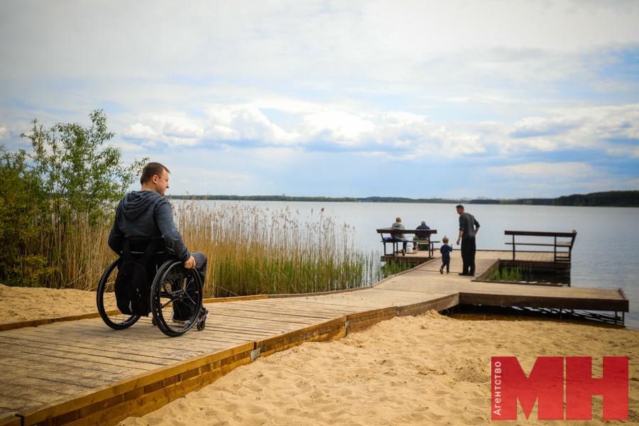 На Минском море появился инклюзивный пляж. Проверили, действительно ли он удобен для людей с инвалидностью