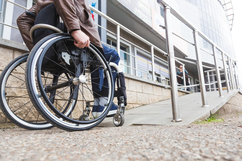 Для инвалидов в Беларуси увеличат срок действия МРЭК и введут бесплатные парковки, а для предприятий - обязательные вакансии для инвалидов