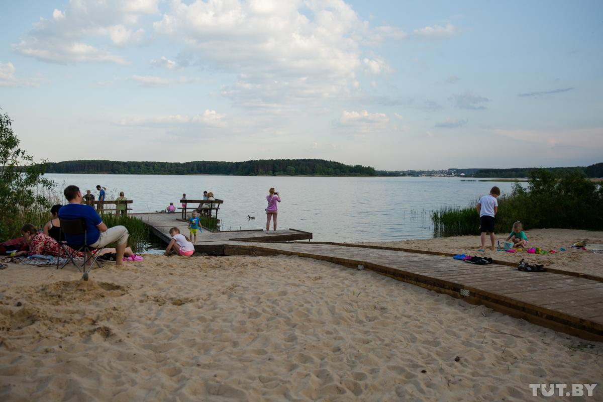 На Минском море появился первый инклюзивный пляж. Посмотрели, как он выглядит и что там есть