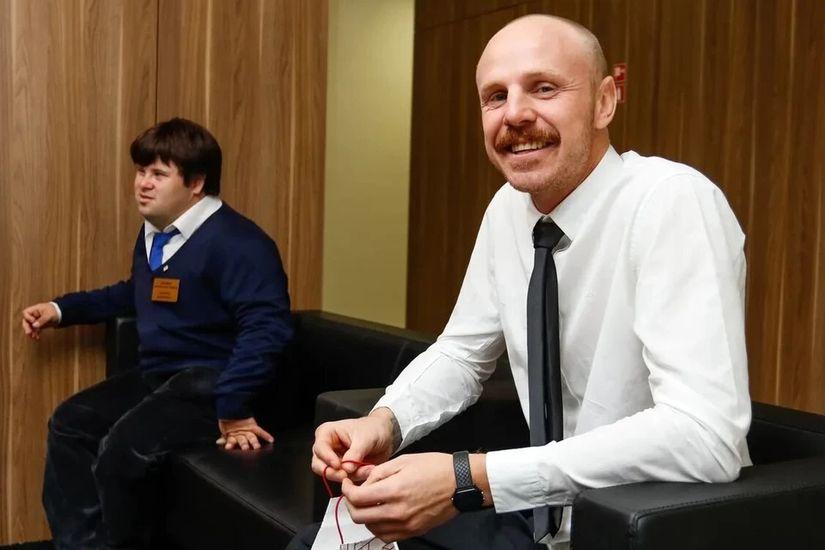 Активист-колясочник и парень с синдромом Дауна открывают инклюзивную кофейню в центре Минска благодаря посту в Facebook