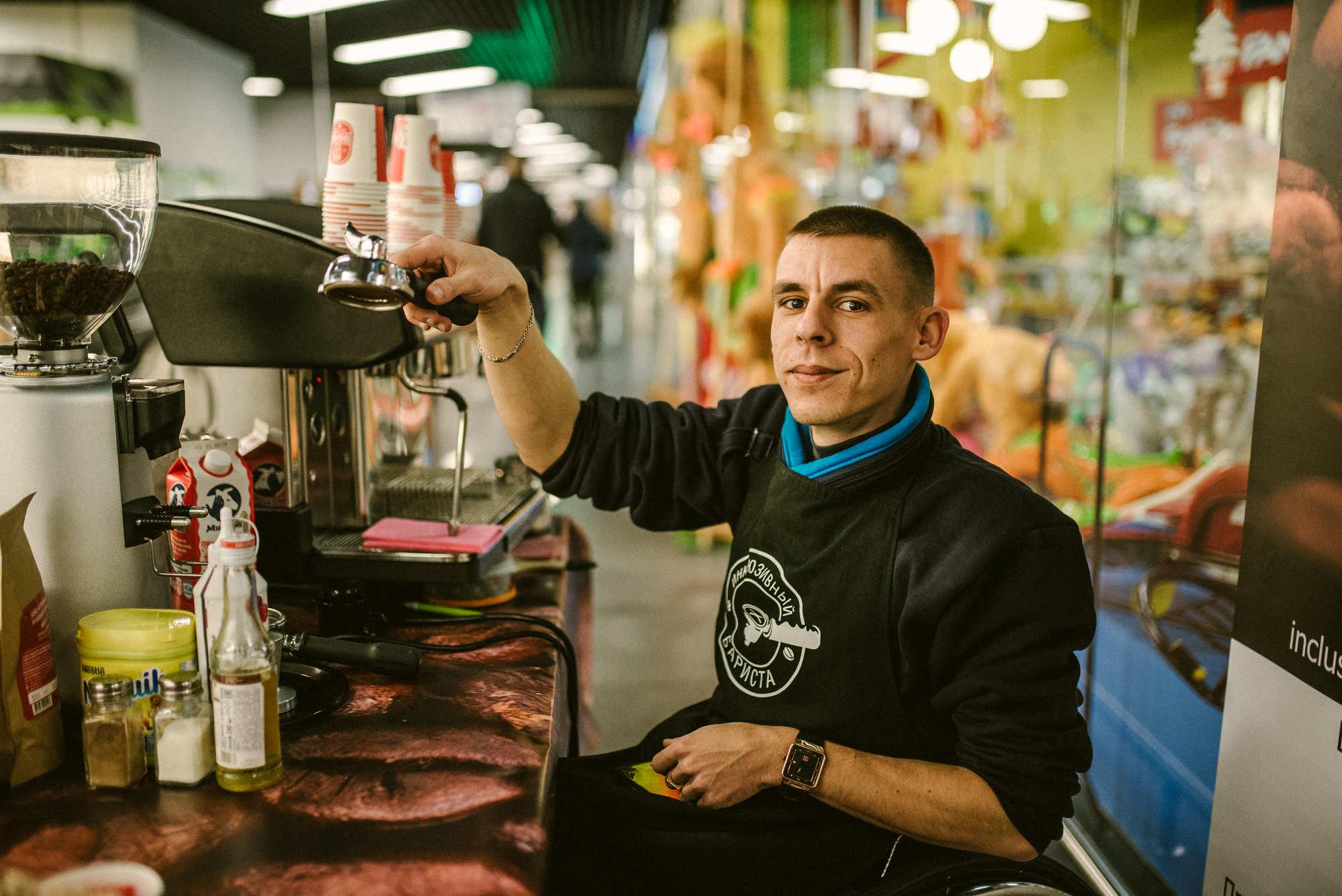Спортсмен, бариста и отец в инвалидной коляске. Дмитрий Архипенко из Могилёва – о жизни без барьеров