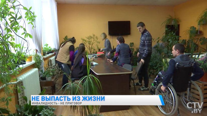 «Самая большая проблема – выйти из дома и санузлы». Что делается для инвалидов-колясочников в Беларуси?