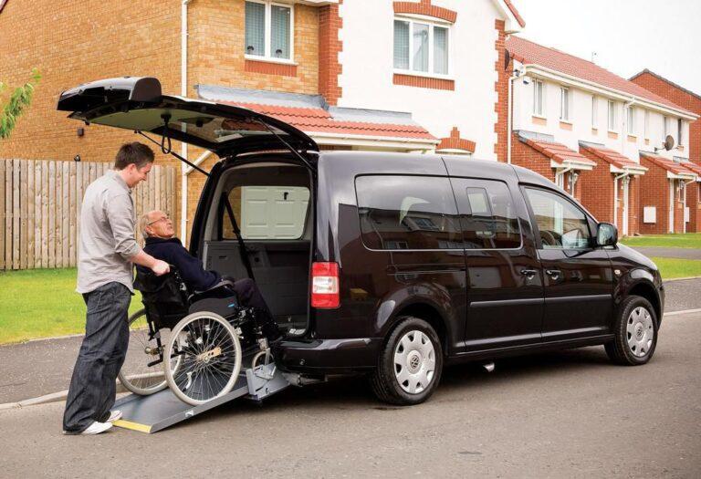 Маленький фургон выручит человека на инвалидной коляске: ориентируемся в тонкостях подбора и владения таким автомобилем