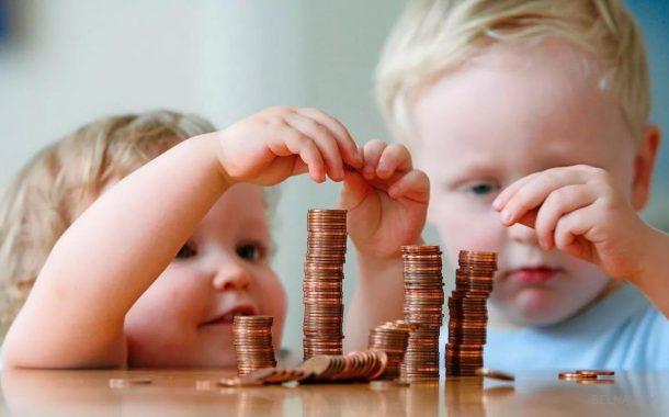 Повышаются некоторые размеры пенсий и детские пособия – что еще изменится в мае