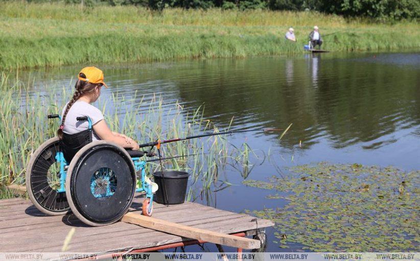 ФОТОФАКТ: Соревнования по рыбной ловле для людей с инвалидностью прошли в Витебском районе