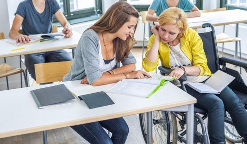 Минский государственный колледж электроники с 1 сентября 2021 года начнает обучение на уровне среднего специального образования лиц с нарушениями опорно-двигательного аппарата по специальности 2-91 02 31 «Фотография» на базе 11 классов.