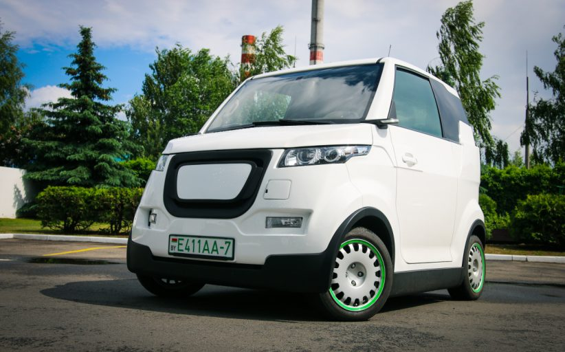 Команда «Ё-мобиля» презентовала белорусский электромобиль для инвалидов-колясочников